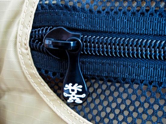 Crumpler Hee-Goer zipper detail