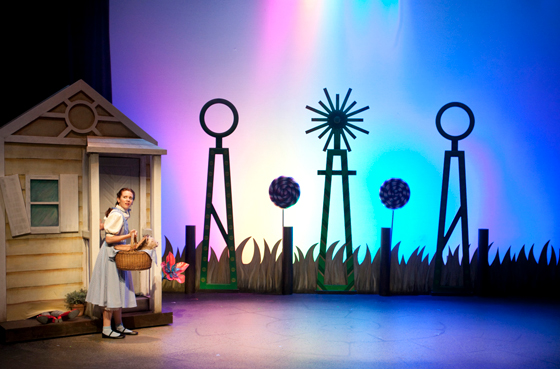 Robyn Wallis as Dorothy