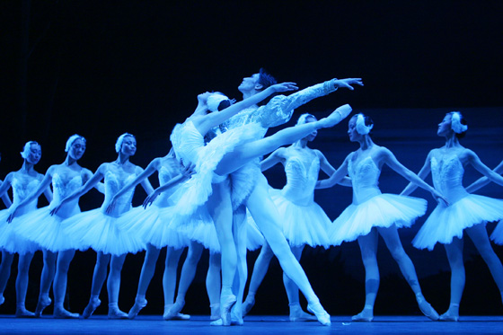 The National Ballet of China in Swan Lake