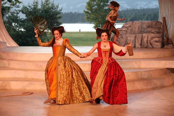 Luisa Jorjic, Naomi Wright; Jennifer Lines in background