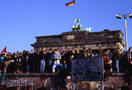 Berlin Brandenburg Gate c Stiftung Berliner Mauer