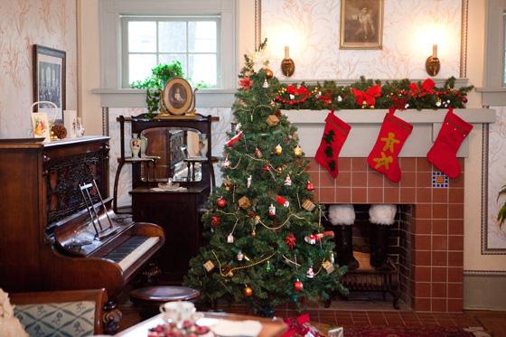 Elworth Parlour at Christmas