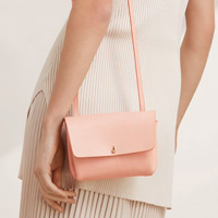 Aritzia purse on model, Vancouver