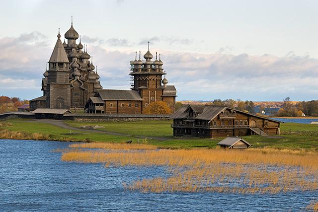 Kizhi churches on the river