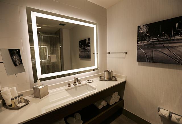 Hotel Napoleon bathroom