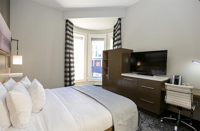 Hotel Napoleon bedroom
