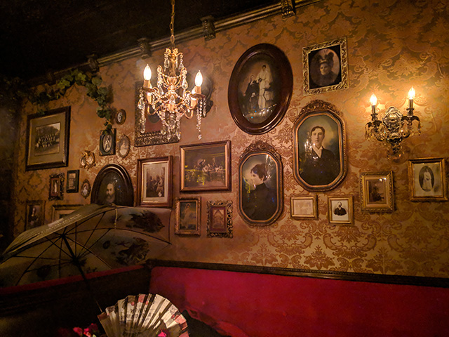 Dark Manor Inn, Vancouver