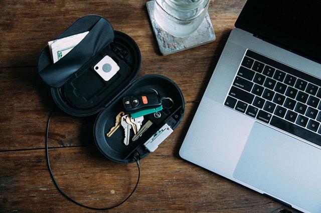Alt Vault with laptop