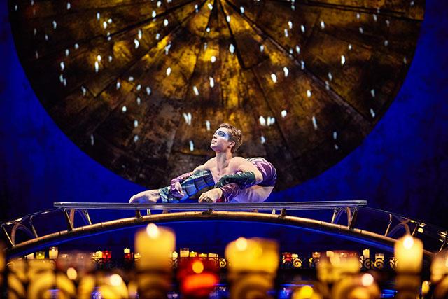 Cirque du Soleil LUZIA contorsion