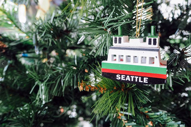 Seattle holiday decorations; photo by @_reina86