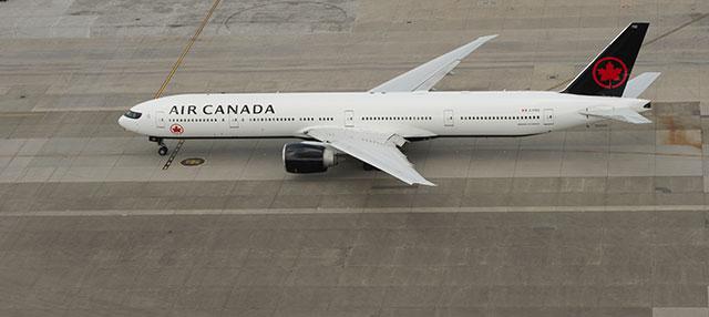 Air Canada Boeing 700-300ER